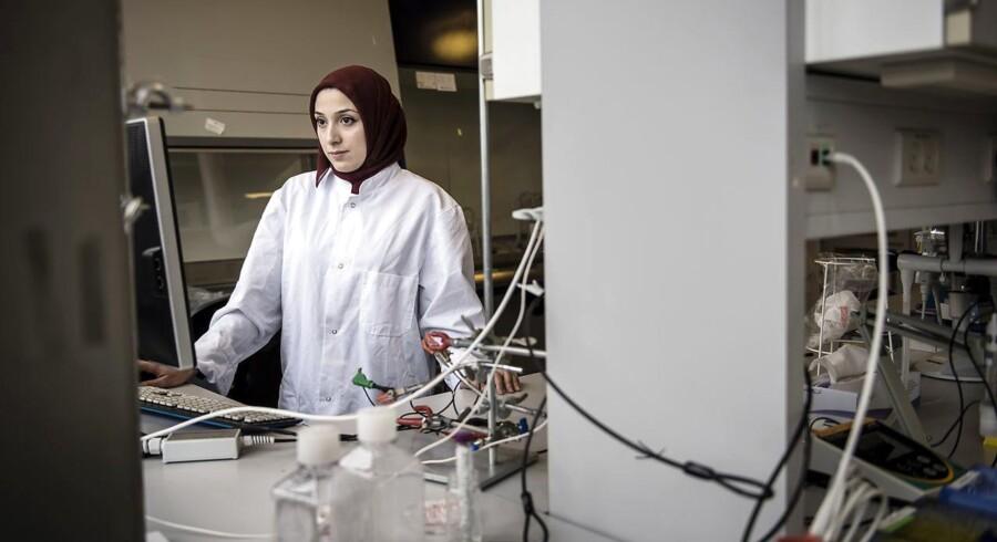 Fatima Al-Zahraa Al Atraktchi, civilingeniør i fysik- og nanoteknologi og slevlært molekylærbiolog.