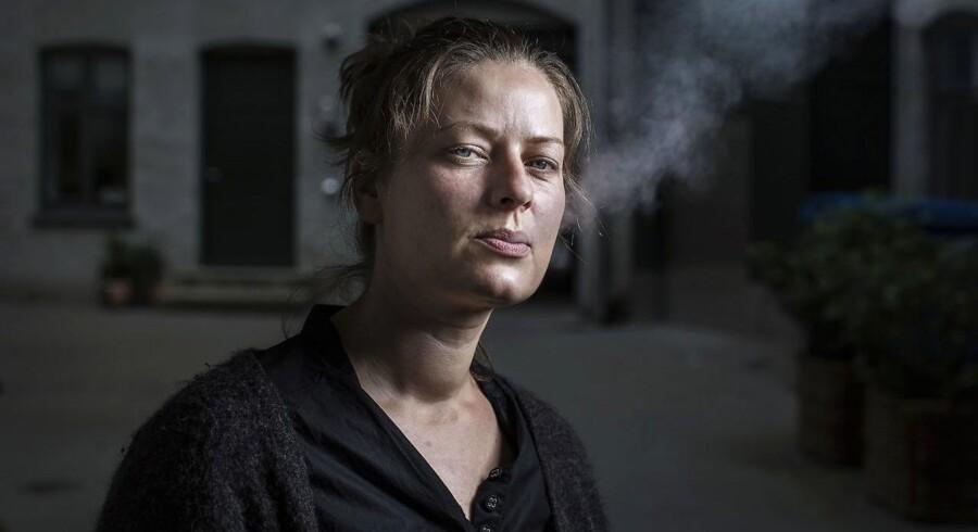 »Jeg har ikke løjet om noget som helst i min bog. Hvor dum tror folk, jeg er?« Den liberale debattør og forfatter, Karina Pedersen, bliver beskyldt for at være utroværdig efter at have udgivet bogen »Helt ude i hampen«, som gør op med opvæksten i et socialt boligbyggeri i Fredericia. Karina Pedersen har endnu ikke ønsket at blive interviewet om kritikken - men hun forsvarer sig på Facebook.