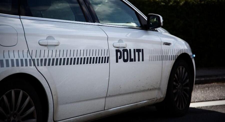 Politiet efterlyser vidner, der har set lille mørk bil, der kørte væk efter skyderi i Maribo. Free/Colourbox