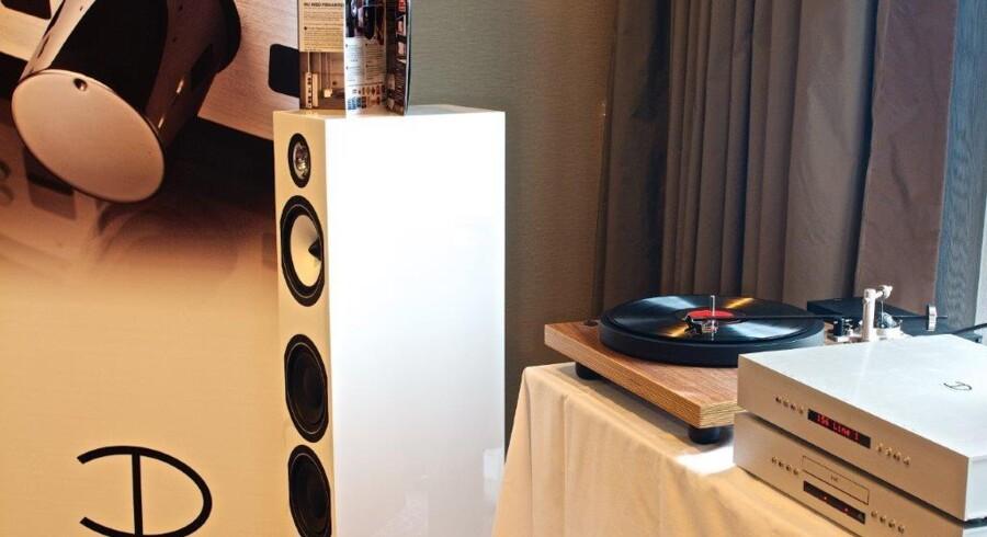 Den klassiske grammofon med vinylplader er ikke glemt, selv om fokus lige nu ligger på langt bedre lyd i både hovedtelefoner og højttalere - og begge dele vil danskerne gerne betale ekstra for, hvis kvaliteten følger med. Arkivfoto: HiFi & Surround