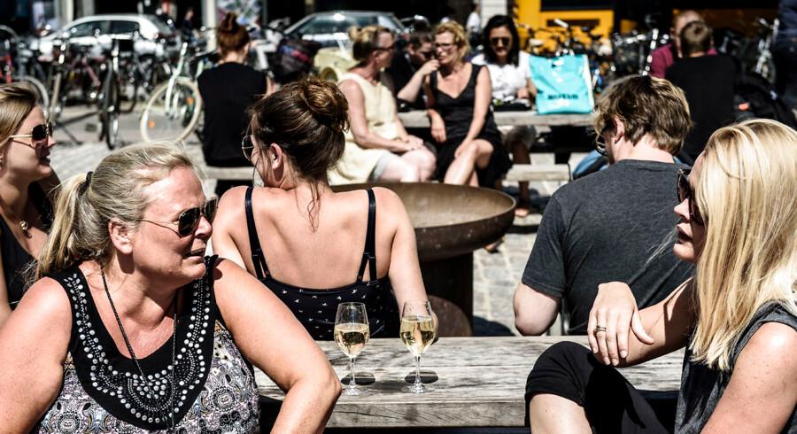 Street food liv i det offentlige rum. hygge på Israels pLads