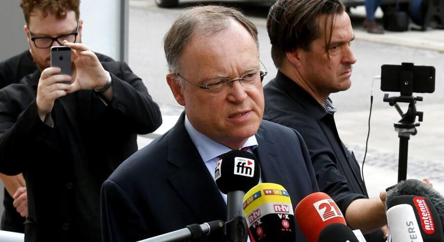 Socialdemokraten Stephan Weil er en presset mand. Han har mistet sit regeringsflertal i Niedersachsen og beskyldes nu for at have afstemt kritisk tale med bilkoncernen VW.