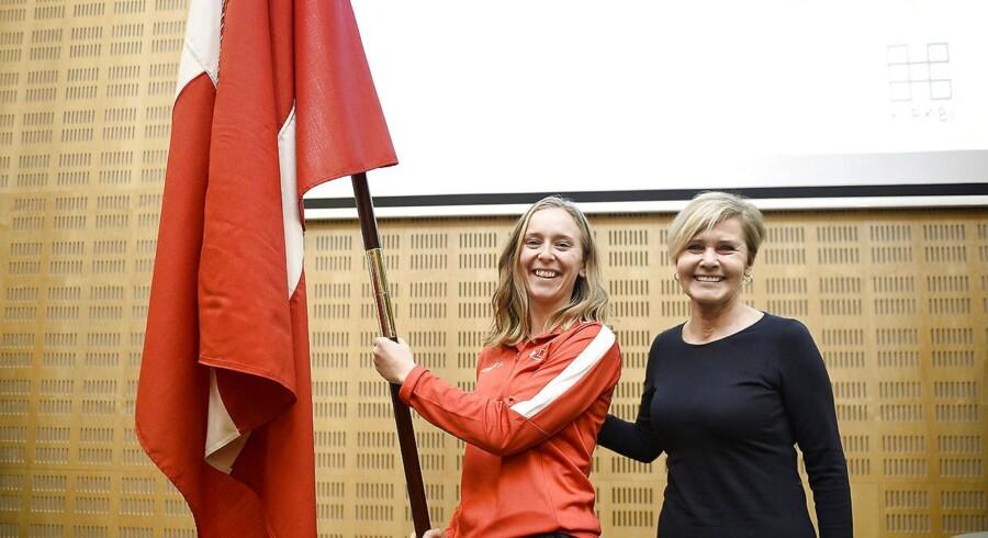 Kulturminister Mette Bock sammen med speedskater Elena Rigas som er Danmarks fanebærer til vinter OL 2018 i Idrættens Hus i Brøndby, tirsdag den 9. januar 2018. (Foto: Mads Claus Rasmussen/Scanpix 2018)