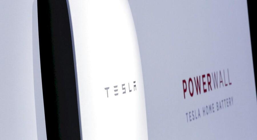 Elon Musk og hans firma Tesla sender batterier af typen Powerwall til det orkanramte Puerto Rico, hvor beboerne nogen steder er uden strøm.
