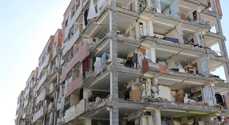 Jordskælvet efterlod flere bygninger fuldstændig ødelagt. Billedet stammer fra Kermanshah, Iran.