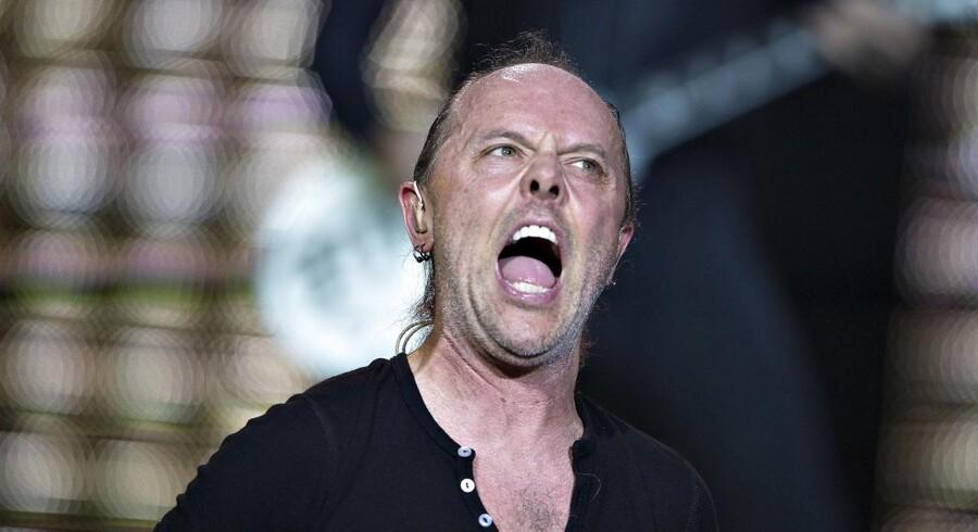 Lars Ulrich bag trommerne under en koncert i Fængslet i Horsens i 2014.