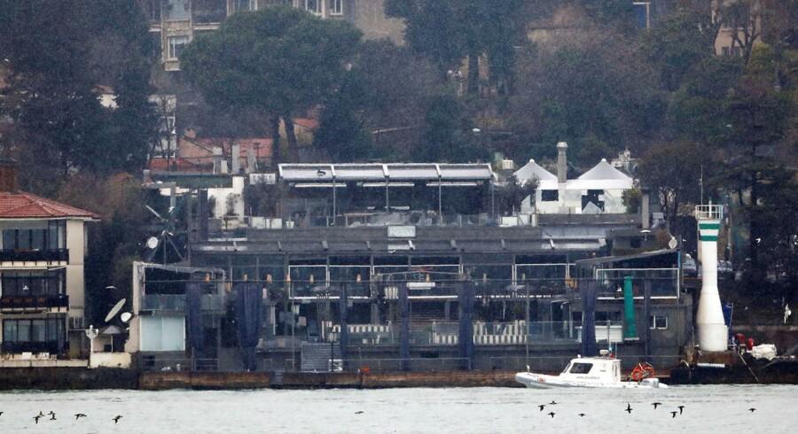 Den tyskiske kystvagt patruljerer området omkring natklubben Reina, der nytårsnat var udsat for et angreb, hvor 39 personer mistede livet.