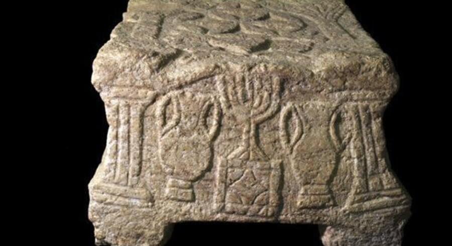Magdala Stenen blev i år 2009 fundet i området nær Genesaret Sø. Den dateres til at være mere end 2.000 år gammel tl tiden omkring kristendommens fødsel.