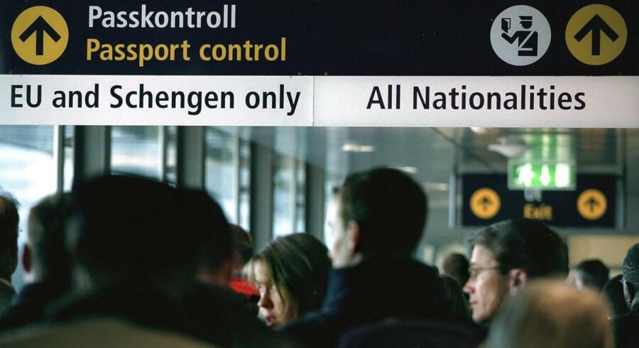 Iføge et nyt forslag fra EU-Kommissionen skal alle personer, der kan rejse visumfrit ind i Schengen-området, fremover ansøge elektronisk om en godkendelse i et nye system kaldet ETIAS, der svarer til det amerikanske ESTA, som allerede findes. Hvis ikke indrejsende er godkendt på forhånd, vil de ikke kunne få lov at rejse ind. EPA PHOTO PRESSENS BILD/HENRIK MONTGOMERY