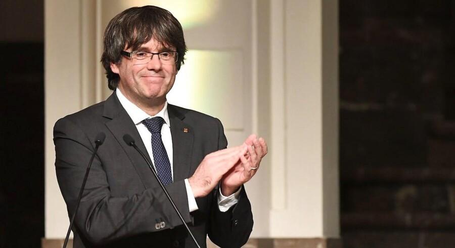 Spanien har udsendt en en europæisk arrestordre på Carles Puigdemont og fire eksministre, der er i Belgien.