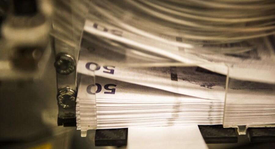 Nationalbanken i anledning af at den interne produktion af sedler og mønter ophører ved udgangen af 2016. 50-kronesedler bliver trykt.