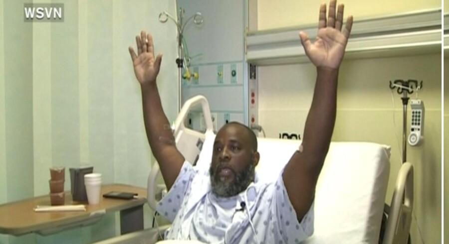 47-årige Charles Kinsey fortæller fra sin sygeseng, at han spurgte betjenten, der skød ham, hvorfor han gjorde det. »Det ved jeg ikke,« lød svaret fra politimanden, ifølge Kinsey.