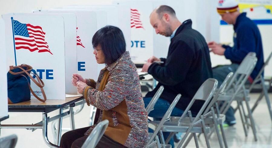 De første valglokaler åbnede i delstaten Virginia klokken 6.00 lokal tid.