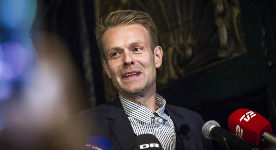 "tirsdag den 21. november 2017 Spidskandidat Niko Grünfeld holder tale til Alternativets valgfest ""Grønt håb"" på Monastic, København.. (Foto: Sofie Mathiassen/Scanpix 2017)"