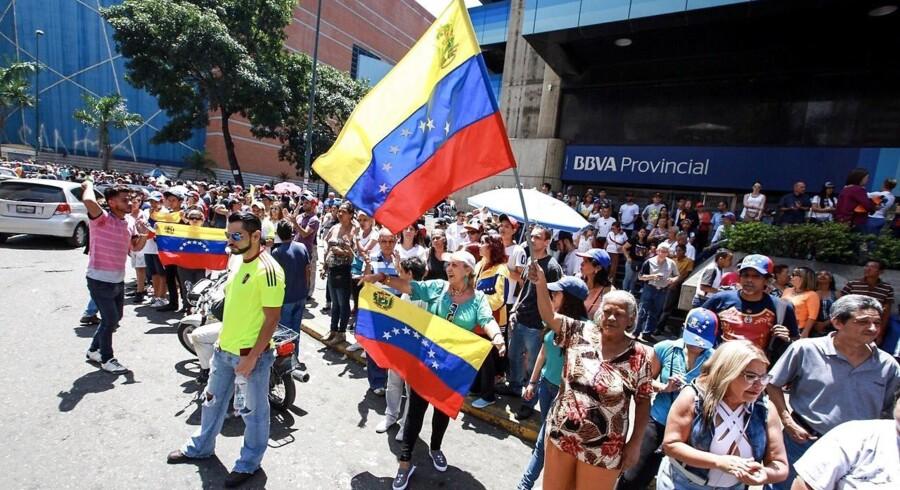 Venezuelere deltog d. 16. juli i et uofficielt folkevalg mod den venezuelske præsident Nicolas Maduro. Syv mio. mennesker mødte op og tilkendegav deres modstand mod præsidenten. Venezuela har i de seneste uger været præget af uro, vold og demonstrationer mod den siddende regering.