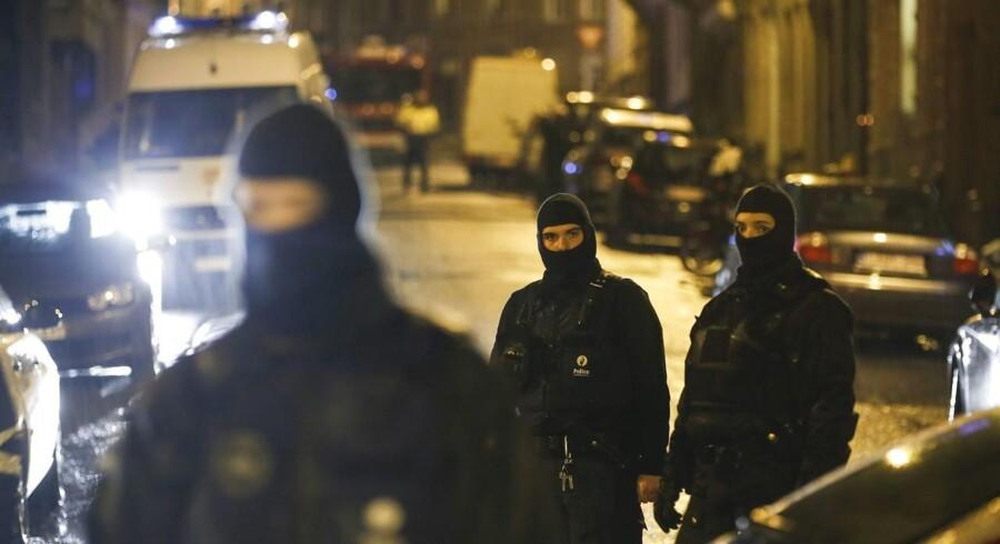Belgisk politi har afspærret et område af byen Vervier i det østlige Belgien.