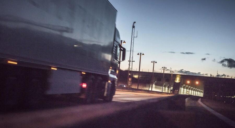 Flere børn og unge kravler ind under lastbiler i forsøget på at rejse og krydse landegrænser også i Danmark. Arkivfoto fra tunnelen ved lufthavnen i Kastrup.