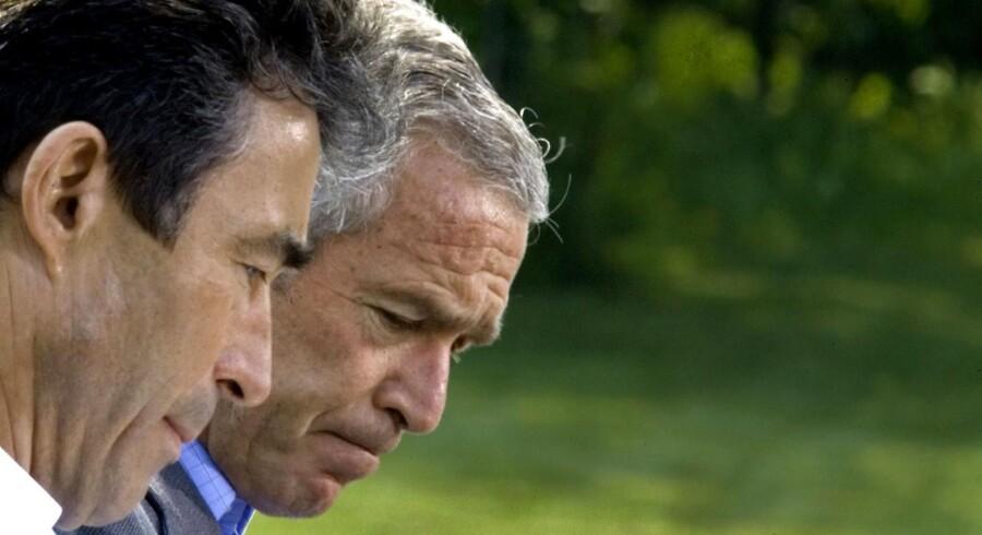 Da Anders Fogh Rasmussen havde brug for hjælp, ringede han til USA's præsident, George W. Bush. Som han selv siger han i DRs 'Statsministre', at de to statsoverhoveder havde et 'ret godt' og 'tæt' forhold.