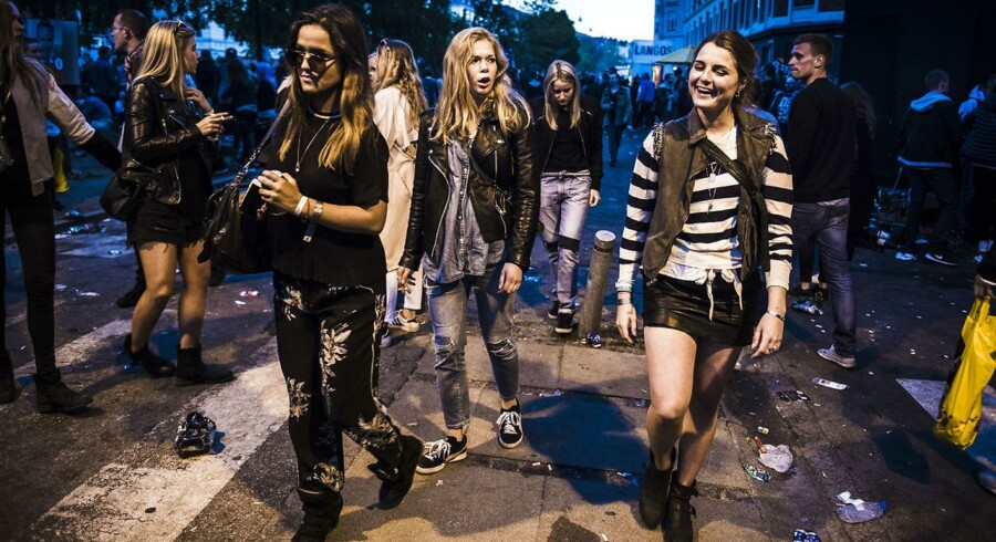 ARKIVFOTO. Hele 37 procent af danskerne mellem 18 og 35 år har oplevet ufrivillig berøring af deres kroppe i nattelivet. Blandt de adspurgte kvinder gælder det 57 procent. Billedet er taget ved Distortion-festivalen på Vesterbro i København.