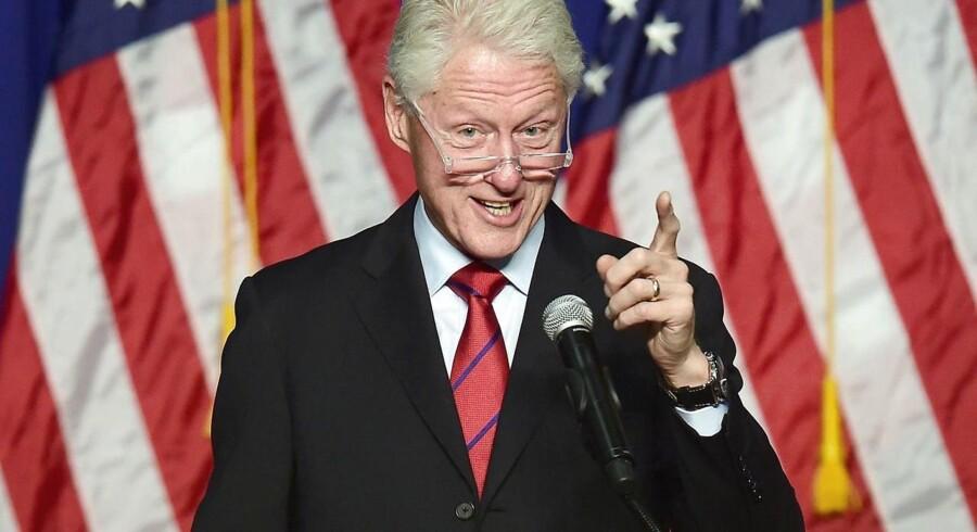 Tidligere præsident Bill Clinton fortalte i sidste måned, hvorfan han vil holde velbetalte taler, for at betale clinton-parrets regninger, mens Hillary Clinton kæmper for at blive præsident.