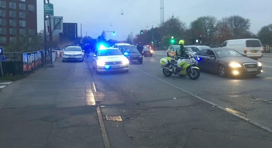 Arkiv: Politi og ambulance på Tagensvej i København i forbindelse med skyderi i Mjølnerparken, torsdag den 9. november 2017.
