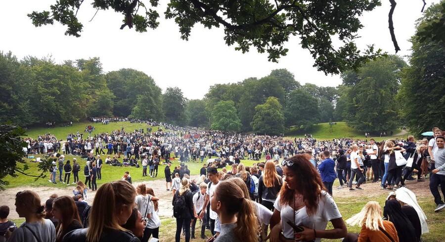 8000 gymnasieelever mødtes i Dyrehaven til den årlige puttefest. Oprydningen tog tre dage.