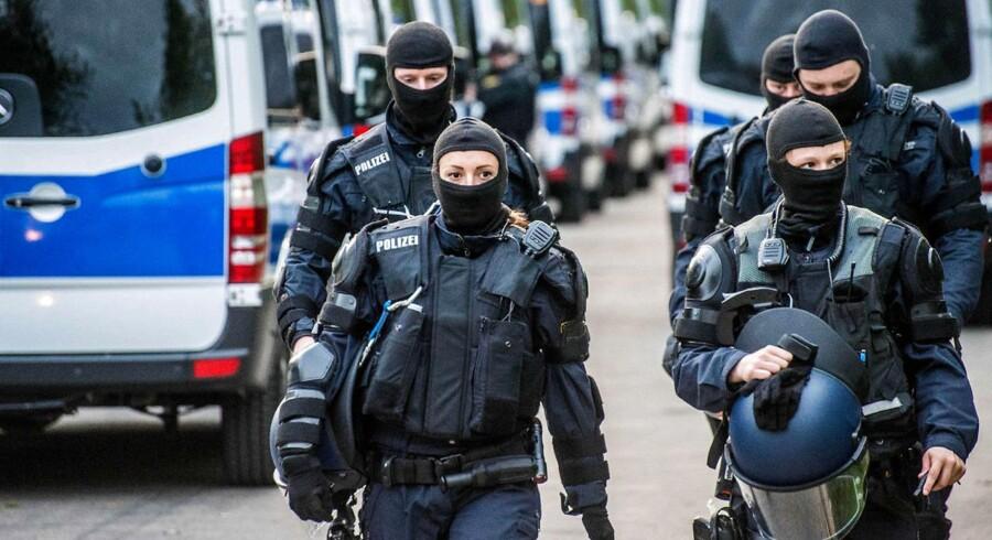Torsdag formiddag gennemførte tysk politi en stor razzia på modtagecentret i Ellwangen (billedet). Fire dage forinden havde mellem 150 og 200 migranter truet politibetjente til at løslade en udvisningspligtig afvist asylansøger fra Togo.