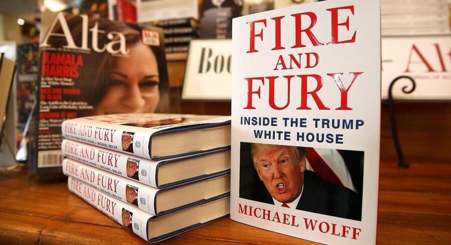 """Bogen, der hedder """"Fire and Fury: Inside the Trump White House"""", bliver revet væk i USA, og flere boghandlere har allerede meldt om udsolgt, ifølge mediet Variety."""