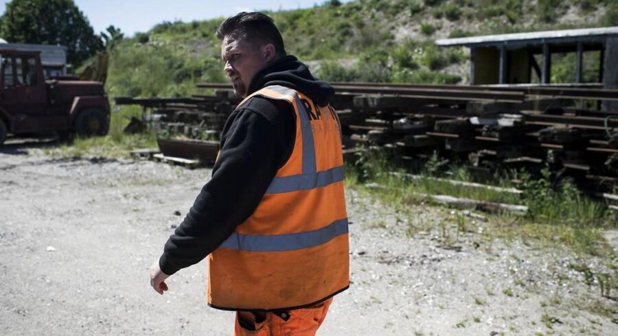 Reportagebilleder af Jesper Ravn. Jesper har oplevet at blive chikaneret, sortlistet og udeladet af Banedanmark, på trods af mange kompetencer og en rigtig prissætning.
