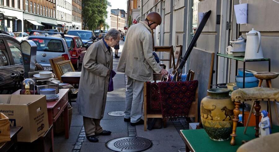 På søndag rykker Ravnsborggades butikker ud på fortovet, så folk har mulighed for at kombinere solskin med gode fund.