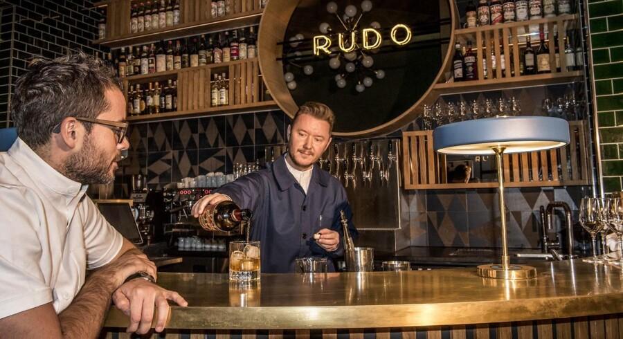 Ejerne Christian Puglisi og Kim Rossen i den nye Vermouthbar Rudo i Illum, Pilestræde 3.