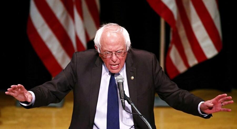 Angiveligt har den 74-årige senator fra Vermont valgt at støtte Clinton efter at have fået håndslag fra sin rival om at arbejde hårdere for politiske ændringer på områder som uddannelse, sundhed og klima.