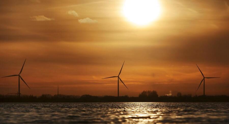 Vindmølleparken ligger 460 km sydøst for Mongoliets hovedstad Ulaanbaatar. Krafværket skal imødekomme den stigende efterspørgsel på elektricitet i Mongoliet og vil samtidig øge landets kapacitet inden for vedvarende energi betydeligt.