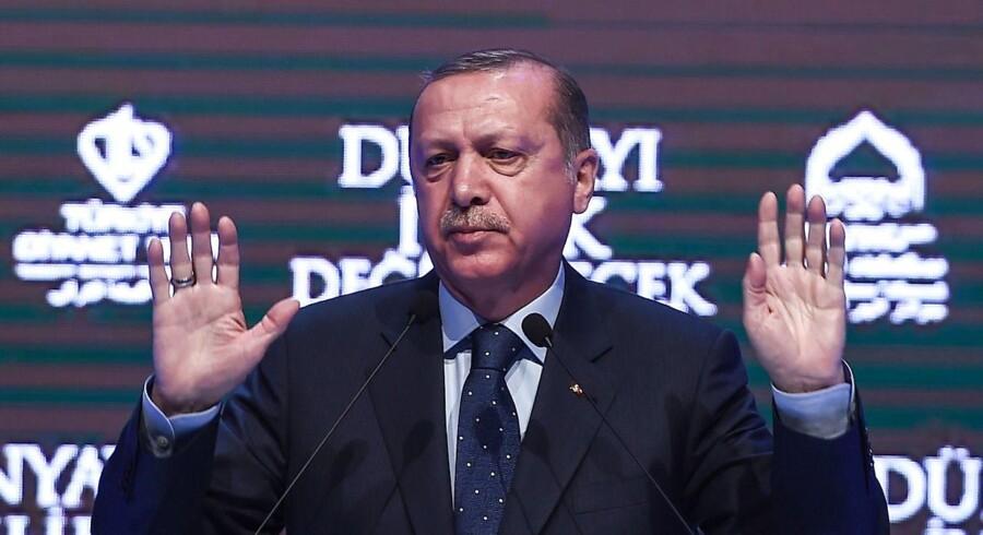 USA er stærkt kritisk over for det, der foregår i Tyrkiet lige nu. Og Erdogan svarer igen gennem sin premierminister.,