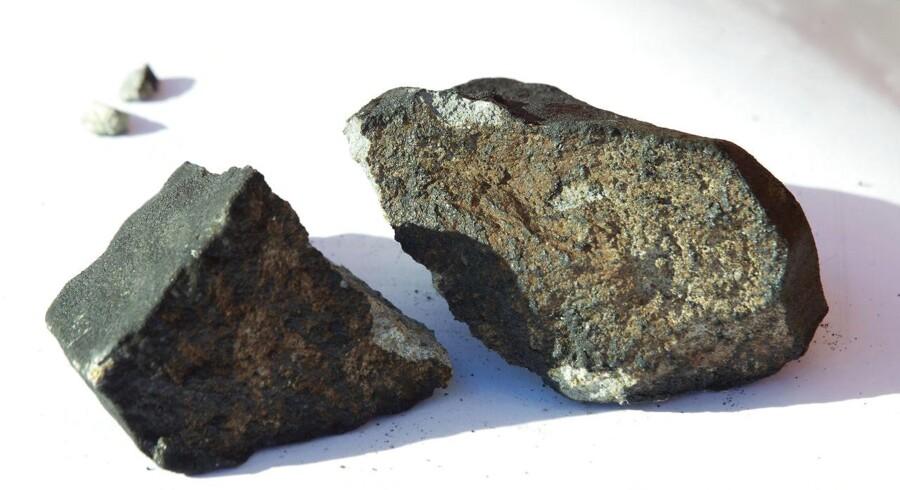 ARKIVFOTO 2012 af stykker af sten, der højst sandsyneligt stammer fra en meteor i Oslo