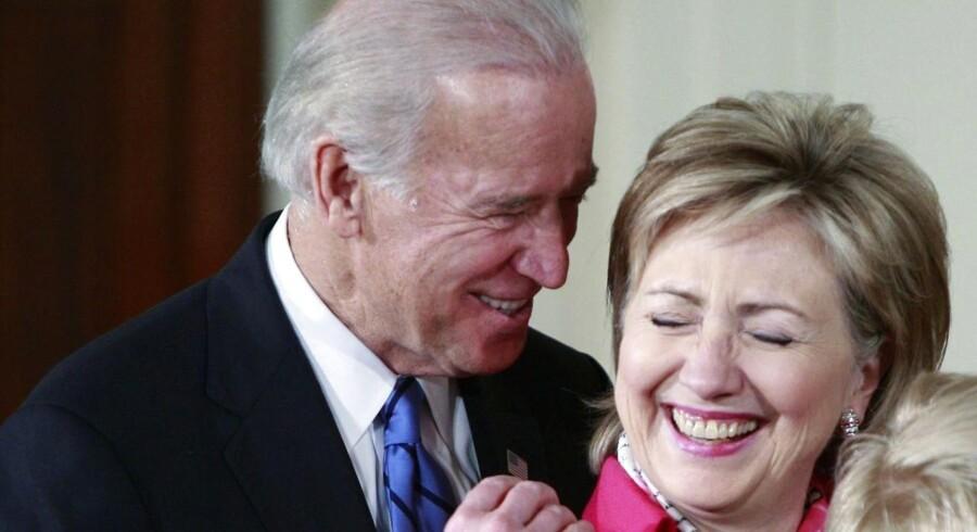 Joe Biden overvejer at stille op mod Hillary Clinton i kampen om at blive Demokraternes præsidentkandidat.