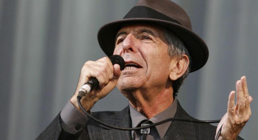 Leonard Cohen er død. Melankoliens mester blev 82 år. Klik videre og se billederne af manden med hatten.