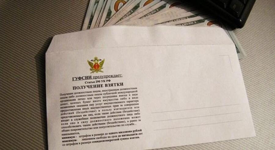 Der er god plads til rubler i den russiske kunstner Vasilij Slonovs korruptionskuverten.