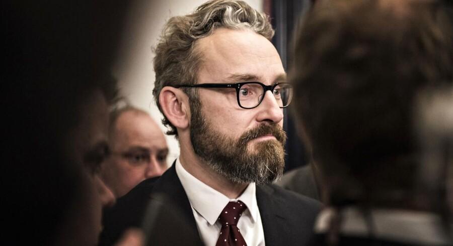 »Vi har ikke lagt os fast på, hvordan vi vil gøre det, men det vil blive en gennemsnitlig sænkning på 25 procent«, siger Ole Birk Olesen.