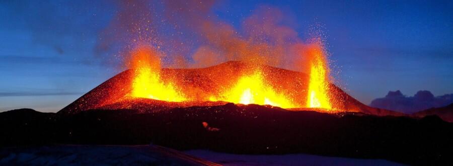 I 2010 gik Eyjafjallaökull (foto) i udbrud, hvilket skabte enorme problemer for flytrafikken på den nordlige halvkugle.