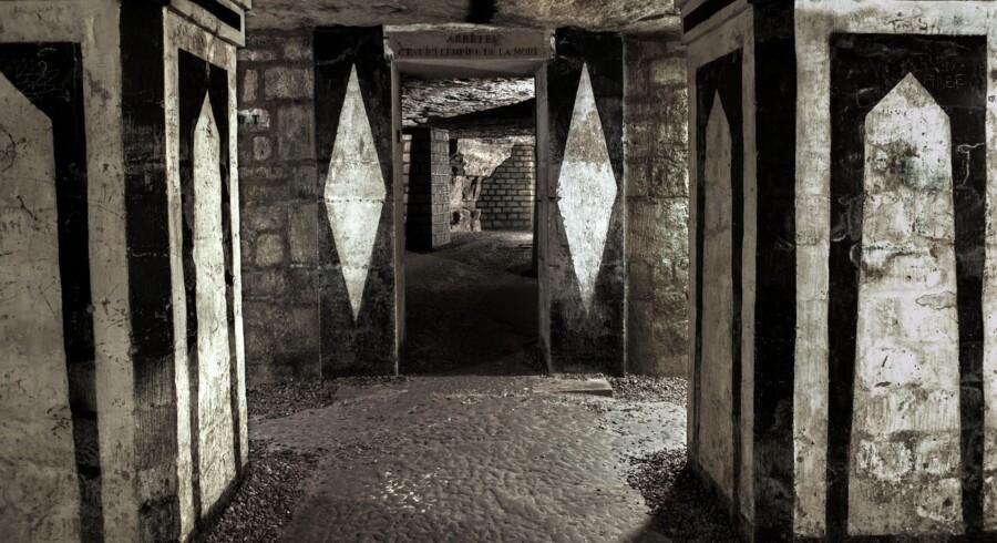Flere millioner af Paris' døde ligger begravet i katakomberne under byen.