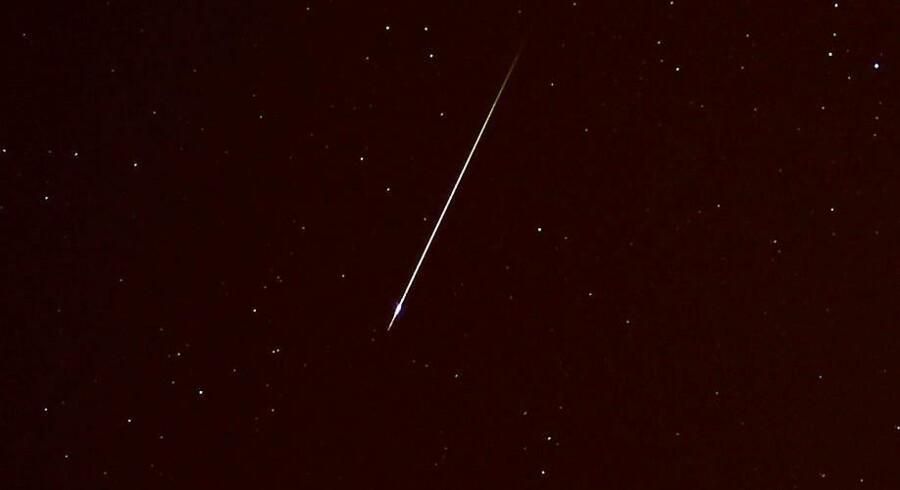 Her ses en meteor, der i sidste måned drønede hen over nattehimlen i Sydspanien.