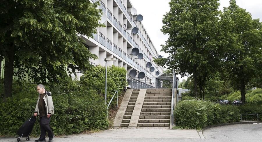 Gellerupparken oplever færre anmelder af kriminalitet end tidligere, viser nye tal. Men en københavnsk bandes indtog skaber uro.