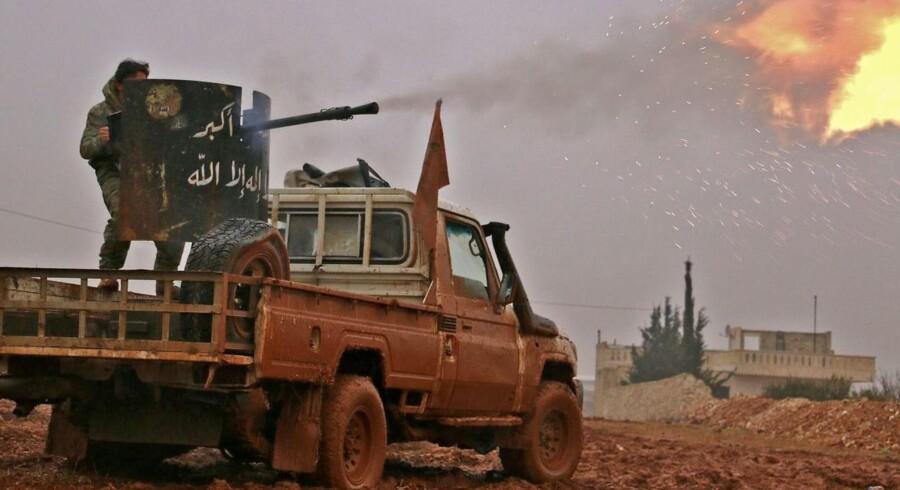 Arkivfoto: Syriske oprørsgrupper i angreb mod Islamisk Stat (IS) i al-Bab 13 .december.
