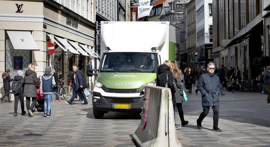 Arkivfoto: Mange steder i København har myndighederne sat store betonblokke op for beskytte folk mod lastbilterror, som det man i går så i Barcelona.