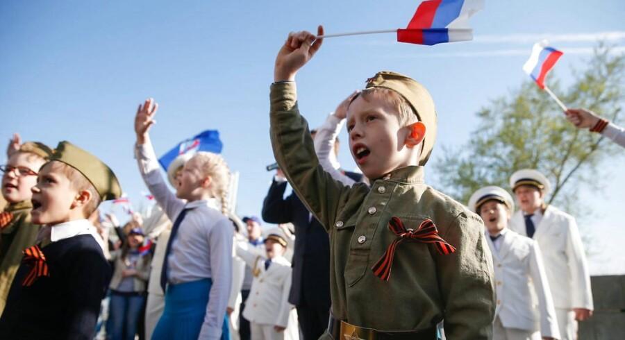 Russiske børn synger fædrelandssange under forberedelserne til fejringen af 9. maj. Y