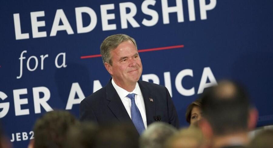 Bush, der er søn af ekspræsident George H.W. Bush og bror til ekspræsident George W. Bush, var oprindeligt den helt store favorit til at blive Republikanernes bud på USA's næste præsident. Nu har han trukket sig efter nederlaget i South Carolina.