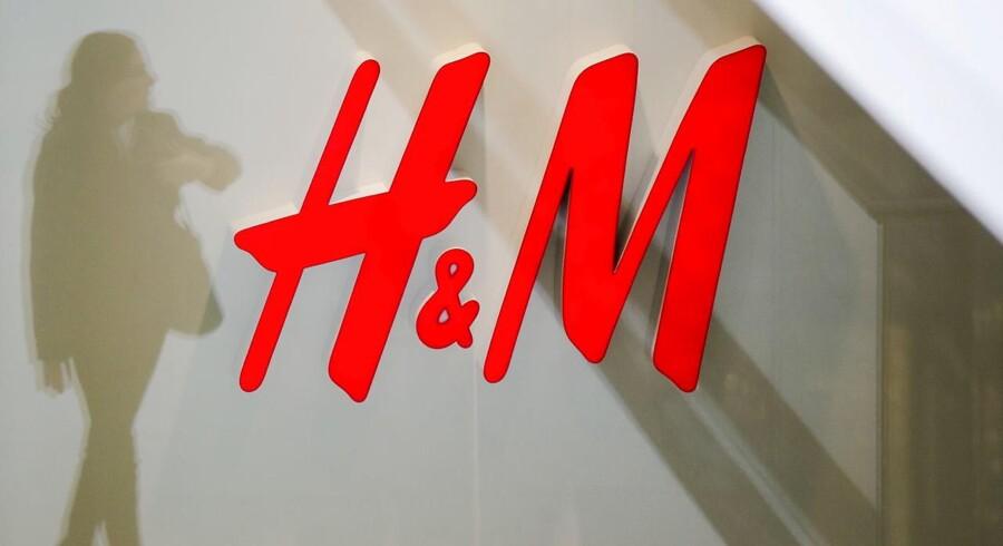Arkivfoto. Tøjproducenten H&M mærker øget konkurrence fra branchens førende onlinebutikker, hvilket har fået tøjgiganten til at justere forventningerne til 2017. Selskabet satser på 10-15 pct. vækst på verdensplan for 2017.