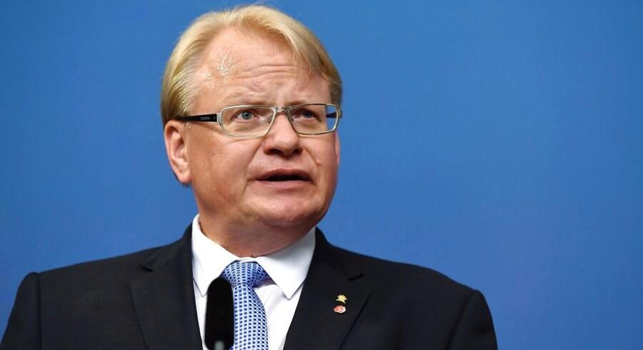 Den svenske forsvarsminister Peter Hultqvists post er truet i den store it-skandalesag.