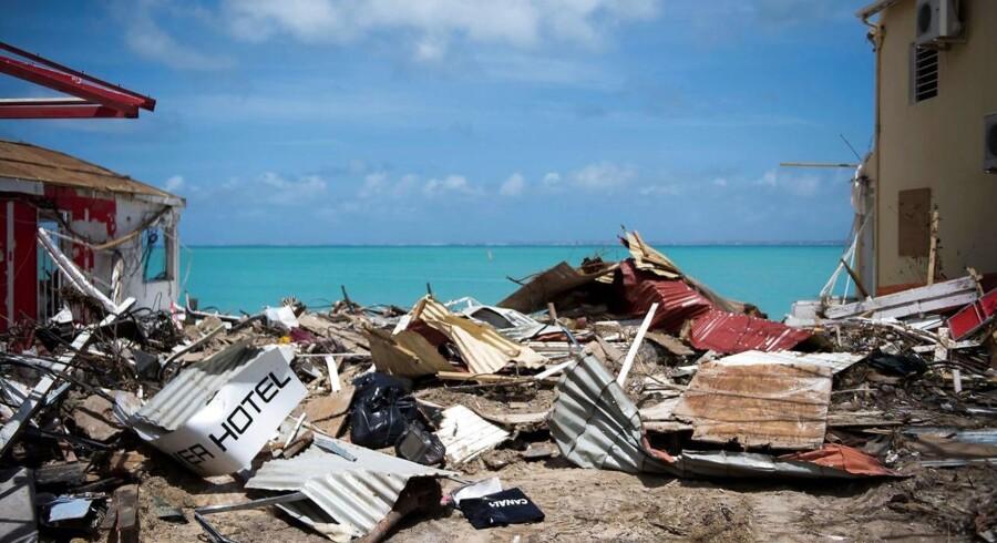 Et tabt paradis. Ødelæggelser efter orkanen Irmas hærgen for nylig på den fransk-hollandske ø St. Martin. Nu kan en ny og kraftig atlanterhavsorkan ramme øen - og mange andre samfund i Caribien.